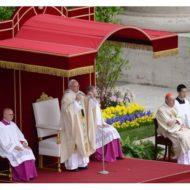 Papa: Hoje a Igreja repete, grita: Cristo Ressuscitou