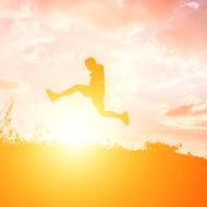 """""""A nossa maior glória não reside no fato de nunca cairmos, mas sim em levantarmo-nos sempre depois de cada queda"""" (Oliver Goldsmith)."""